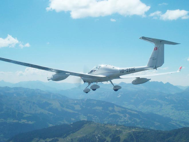 ECO-Dimona HB-2335, photo J.M. Hacker, August 2000
